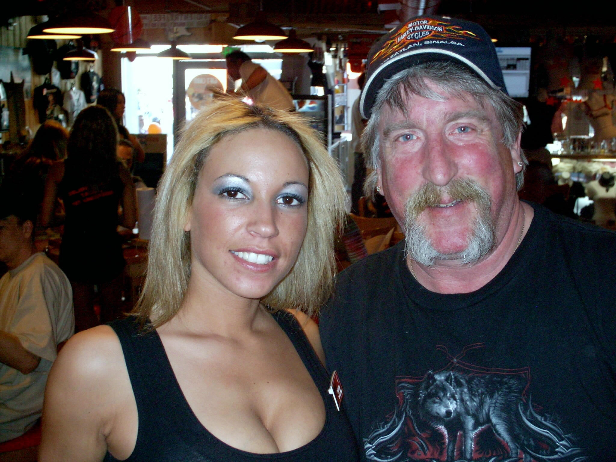 Tom and LA Hooters girl
